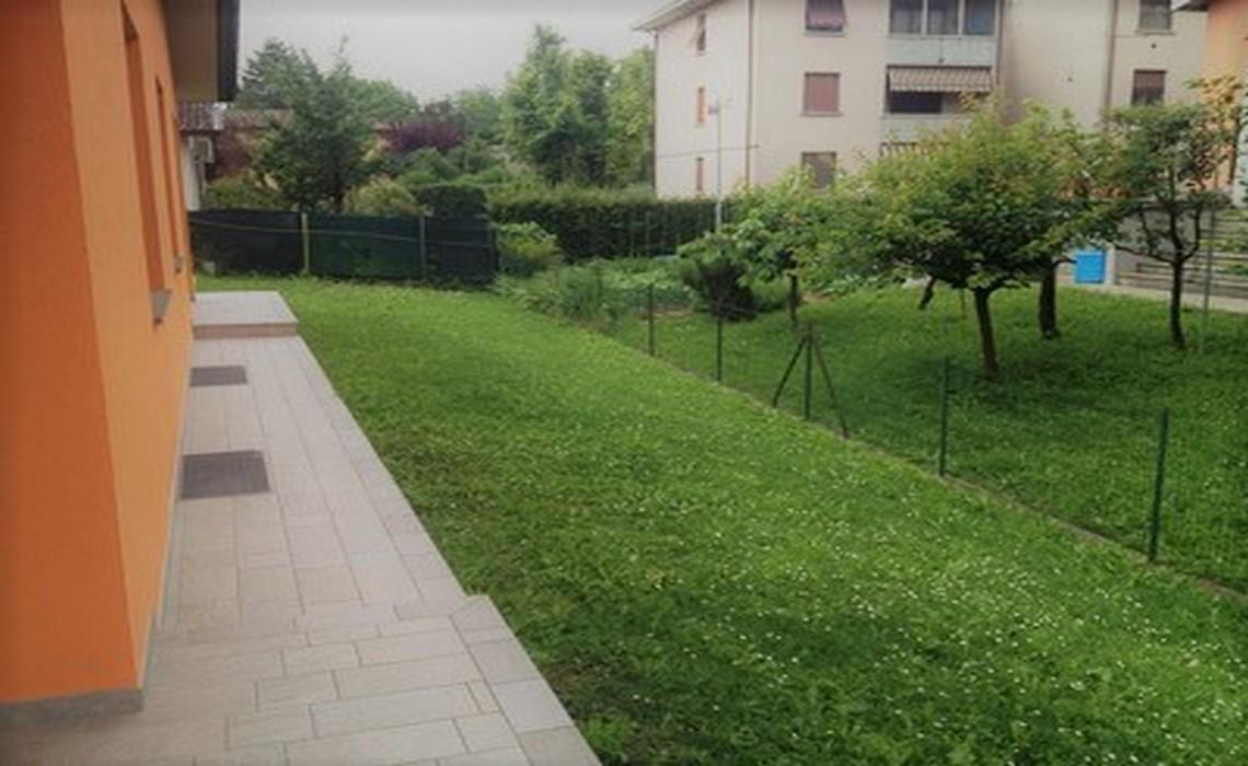 GAIONE trifamiliare con giardino