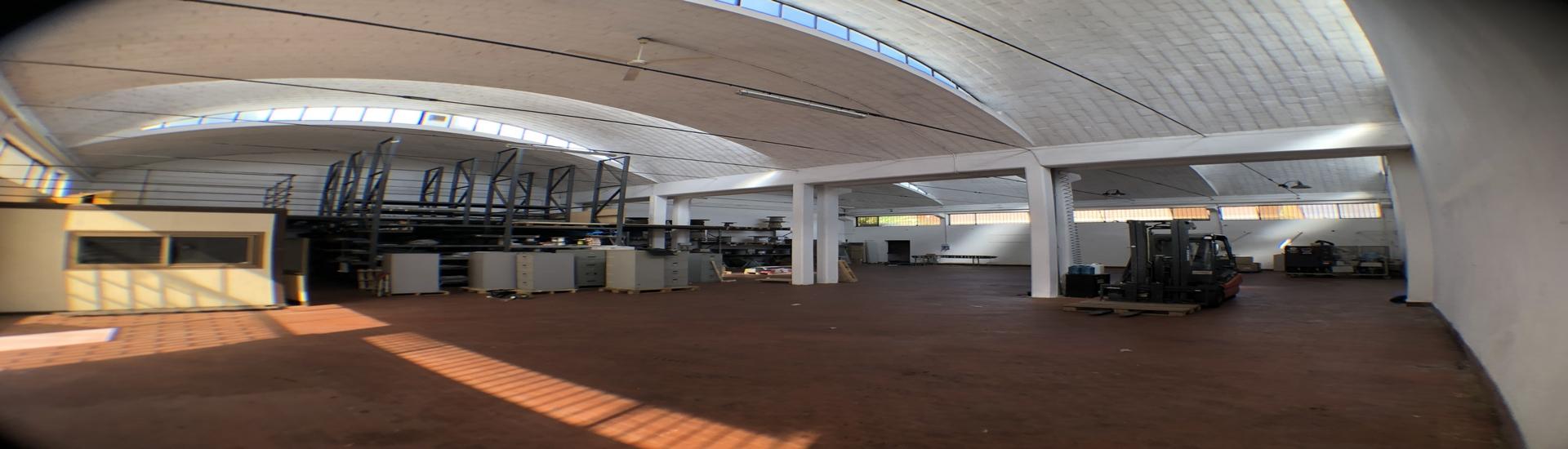 CROCETTA - CAPANNONE con ufficio, magazzino e posti auto riservati, in posizione strategica. AFFARE