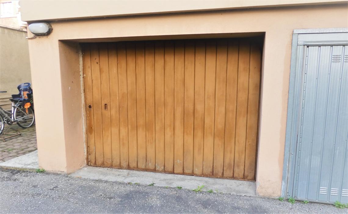 Via TORELLI fronte PARCO FERRARI