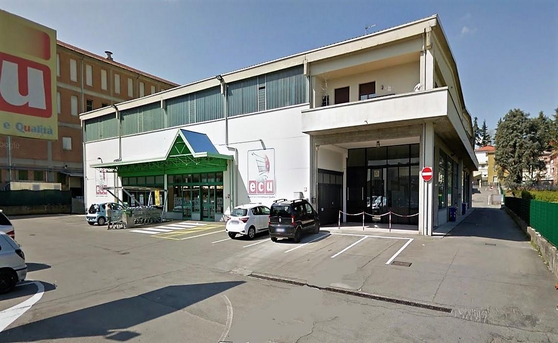 LANGHIRANO - Locale commerciale con destinazione SUPERMERCATO-magazzino