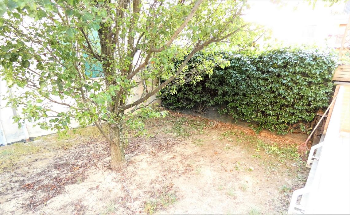 PORPORANO con ampio TERRAZZO e giardino privato